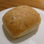 41173369 - ランチ付属のパン