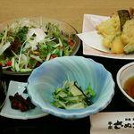本家さぬきや - 料理写真:京いろどりサラダうどんのお膳(小鉢付)934円。
