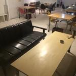 chambre - 3×3の3組のソファ席