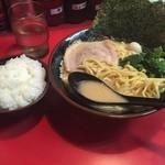 Yokohamaiekeiramentokorozawayamatoya - ラーメン&半ライス