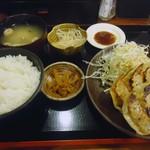 Naniwahitokuchigyouzachaochao - 「特製餃子定食」720円也。税込。