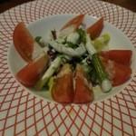 Biaandowainguriruginzaraion - トマトとグリーンアスパラのサラダ(¥980−)