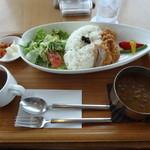亀楽亭 - 料理写真:鶏挽肉のキーマカレー&ヒレカツ(1,180円)