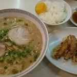 三久ラーメン - 定食850円