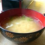 漁師の店 - ウニ丼(1600円)・味噌汁はホタテの出汁