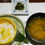 41203021 - とうもろこしの炊き込みご飯、味噌汁、香の物