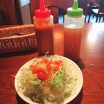 ロイヤルキッチン - サラダにはドレッシングが2本付いてきます