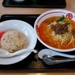 中華麺屋たのしや - 赤辛担々麺+半チャーハン 1,059円