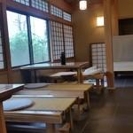 ゆるりcafe - 窓も大きく、お寺さんの一室という感じがします