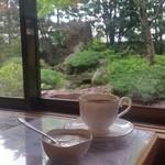 ゆるりcafe - お店の中からステキな庭園が眺められます