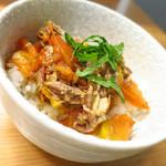 ロ麺ズ - 豚ハラミのトマト煮のせ丼430円
