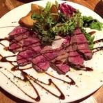 町田っ子ダイニング ペコリ - おすすめメニューの牛肉のタリアータ680円。