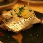 廻転寿司 まぐろ問屋 めぐみ水産 - 鰺