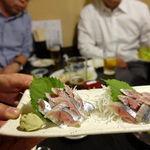 Tsunokuniya - 〆さんま刺身 610円             ちゃんとお刺身なんかも美味しかったりして驚きます。