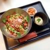 スンドゥブヤン - 料理写真:たっぷりのサラダ&ミンチに温泉卵の丼。