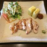 41218408 - 東京軍鶏のあきる野御膳 お料理3種盛りプレート                       (サラダ・玉子焼き・東京軍鶏の塩焼き)