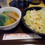 王様 - 「エビ炒飯+半ラーメン」780円也。税込。