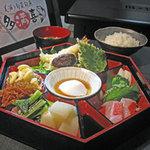 多満喜 - 肉、魚、野菜とバランスのとれた日替わりランチです