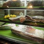 肉屋の台所 - 【和牛ブロック】ショーケースもあり