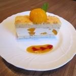 カフェ プリヤートナ - アプリコットケーキ