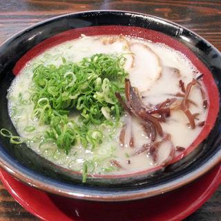 長浜らーめん - 料理写真:とんこつ白(税抜590円)