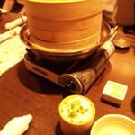 個室で肉寿司を喰らう 今昔物語 - 愛知豚と夏野菜のせいろ蒸し