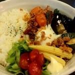 万屋マイキー  - 牛すじキーマカレー。野菜たくさん!
