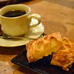 自家焙煎 タオ珈琲 - 料理写真:アップルパイとホットコーヒー♡