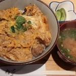 ごじゃまる - 親子丼(みそ汁漬物付き)