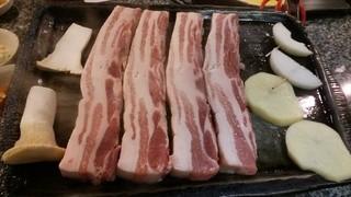 味ちゃん 2号店 - 分厚い肉(一人前2枚980円)
