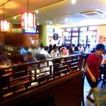 栄華楼 - ランチ時、周辺サラリーマンで店内は満席