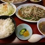 大學ラーメン - 料理写真:ニラレバ炒め定食(820円)