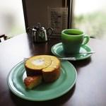 ガロート珈琲 - 料理写真:珈琲・ブレンド、ロールケーキ