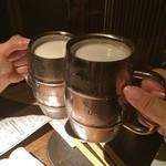 ももたろう - ビールで乾杯\(^o^)/ 実は左は生ビール、右はドライプレミアムで右の方が100円高いです(^_^