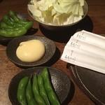 ももたろう - お通しの枝豆とキャベツ\(^o^)/