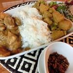 ゆるりcafe - チキンカレー・大根カレー、サラダ、サンボル