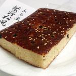 松屋藤兵衛 - 黒い粒が大徳寺納豆 白ごまも散らされています