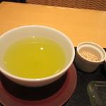 田頭茶舗 - セットのお茶は選べたんで店員さんが勧めてくれた喜作(特むし煎茶)を選ばせていただきました。   芳醇な香りと味わいの楽しめる美味しいお茶でした。