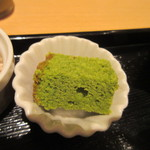 田頭茶舗 - セットには抹茶を使ったプチケーキも付いてきました、さすが日本茶カフェですね。