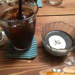 41240968 - アイスコーヒーと黒ごまプリン