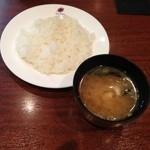 洋食屋かもん - ライスと味噌汁