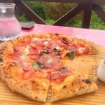 ピッツェリア トレパッソ - シェフの気まぐれピザ