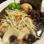 麺食堂 大金豚 二丁目店 - 黒豚骨らーめん800円+味玉子100円。