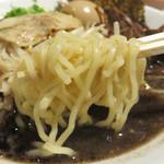 麺食堂 大金豚 二丁目店 - 麺は、スタンダードな博多ラーメンや熊本ラーメンに比べると結構太め。                             茹で加減は、普通とカタをリクエストできます。