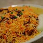 インドヤレストラン - 横に生の玉ねぎ