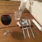 コルツ - テーブルセッティングとグラスワイン