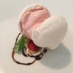コルツ - メレンゲの殻に詰めたイチゴのムース