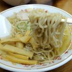 やまや - 2015年8月16日(日) 中華そば(並)650円 麺リフト
