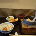41262582 - 五目釜飯の定食をいただきました1020円