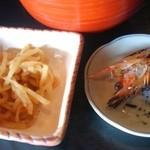 大和寿司 - 小鉢と焼いた車海老の頭